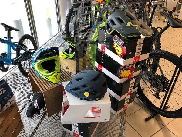 Caschi MTB Mountain Bike - Abbigliamento sportivo bici - RMC negozio di bici Villafranca Verona