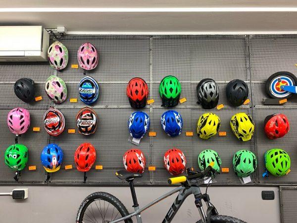 Caschi da Bimbo o Ragazzo. Protezione per andare in bici su strada. RMC negozio di biciclette Verona