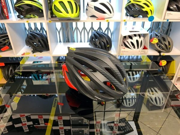 Mavic Cosmic Pro. Casco bici da strada. Caschi bici da corsa. RMC negozio bici Verona