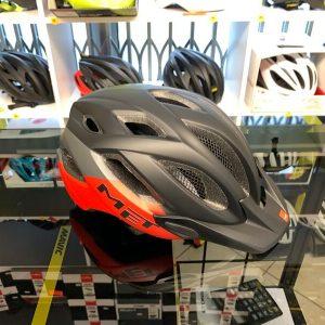 Met Crossover Nero e rosso con LUCE POSTERIORE- Casco MTB. Caschi bici Mountain Bike. RMC negozio biciclette Verona