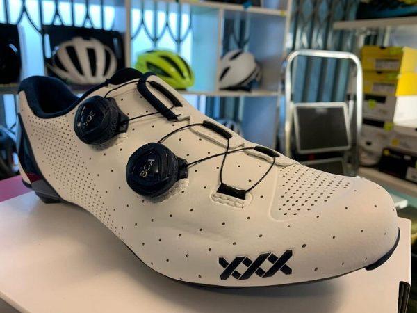 Bontrager XXX bianca. Scarpe bici da corsa. Bicicletta da strada. RMC negozio bici a Verona