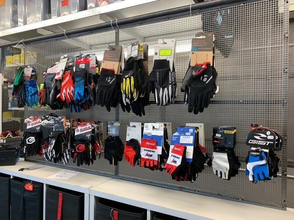 Guanti per bici da corsa, MTB mountain bike e bmx. Abbigliamento per bici. RMC negozio bici Verona