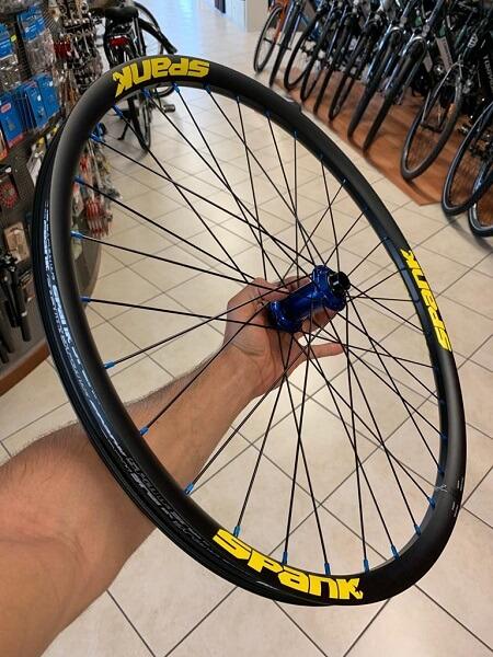Personalizzazione ruote bici da strada, MTB Mountain Bike e City Bike. RMC negozio biciclette Verona