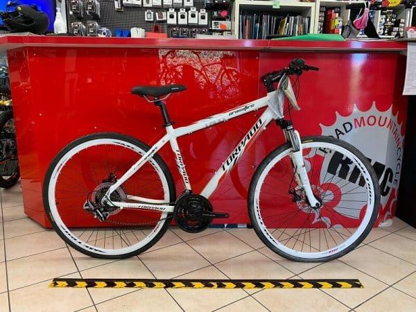 Torpado Crossfire bianca 28. Trekking bike City Bike Verona. Bici per città. RMC negozio biciclette