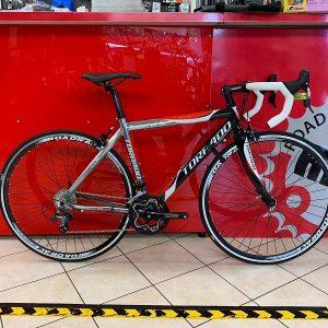 Torpado Temeraria bianca e rossa. Bici da strada Verona bici da corsa - RMC negozio di bici a Verona