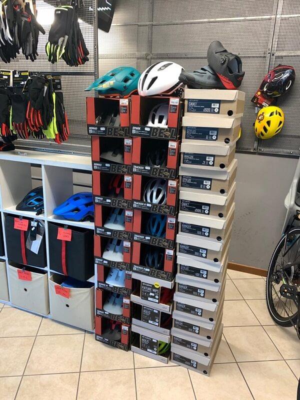 Caschi e scapre BELL & GIRO - Abbigliamento sportivo per bici. RMC negozio biciclette Verona