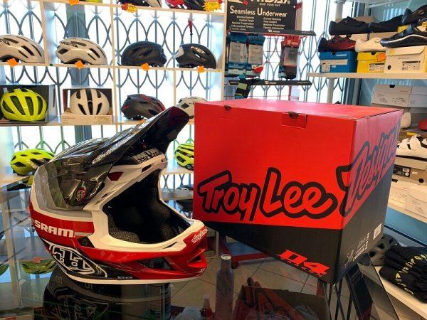 Caschi Troy Lee Designs D4 Carbon. Casco BMX e MTB DH Downhill Verona. Accessori e protezioni bici
