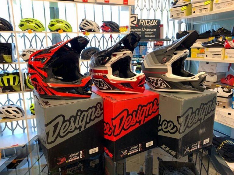 Caschi Troy Lee Designs D4. Casco BMX e MTB DH Downhill Verona. Accessori e protezioni per bici