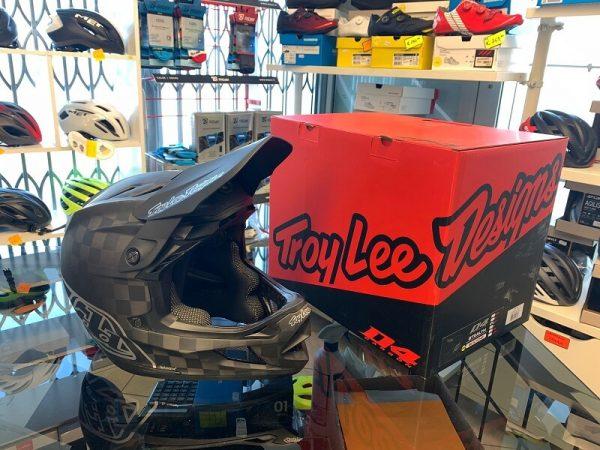Caschi Troy Lee Designs D4 Carbon nero. Casco BMX e MTB Downhill Verona. Accessori e protezioni bici