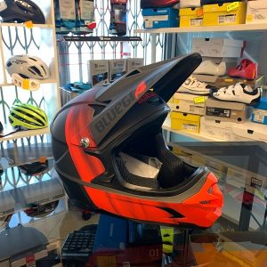 Casco Bluegrass Intox rosso. Casco bici BMX, MTB e DH Downhill Verona. Accessori e protezioni bici