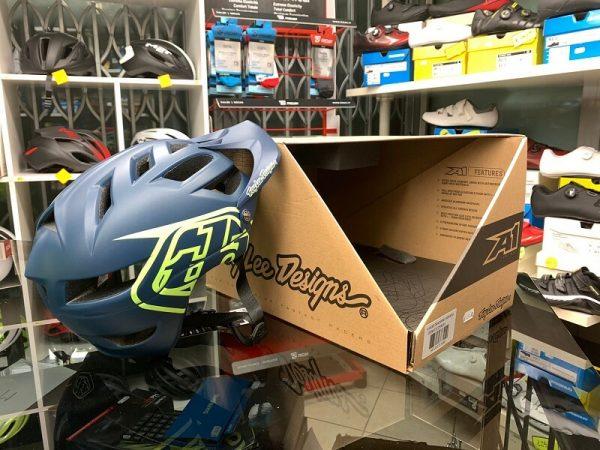 Casco Troy Lee Designs A1 Enduro. Casco MTB Enduro Verona. Accessori e protezioni bici. RMC