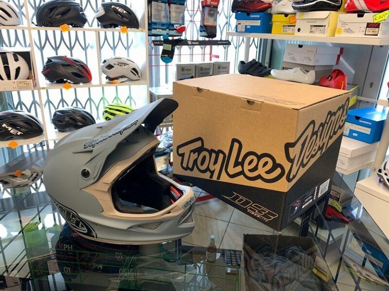 Casco Troy Lee Designs D3 grigio. Casco BMX e MTB DH Downhill Verona. Accessori e protezioni bici