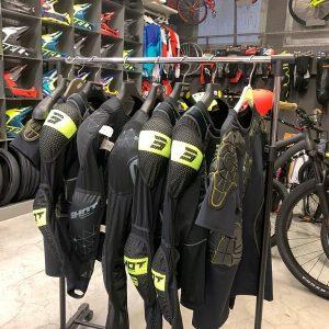 Pettorine BMX. Abbigliamento e protezioni per biciclette Verona. RMC negozio di bici Verona