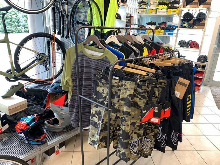 Abbigliamento FREERIDE. Abbigliamento sportivo bici Verona. RMC negozio di biciclette Villafranca