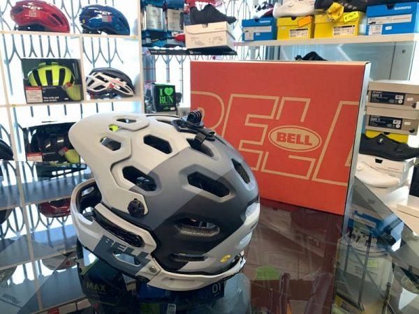 Bell Super 3R mentoniera staccabile. Casco MTB. Caschi bici Mountain Bike