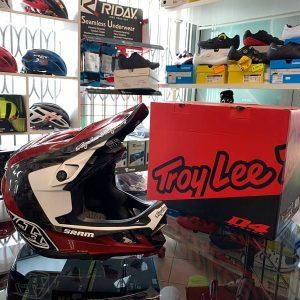 Caschi Troy Lee Designs D4 Carbon nero e rosso. Casco BMX e MTB Downhill Verona