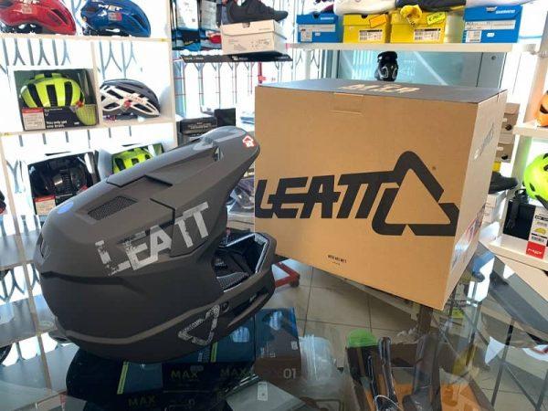 Casco LEATT integrale nero. BMX e MTB DH Downhill Verona. Accessori e protezioni bici
