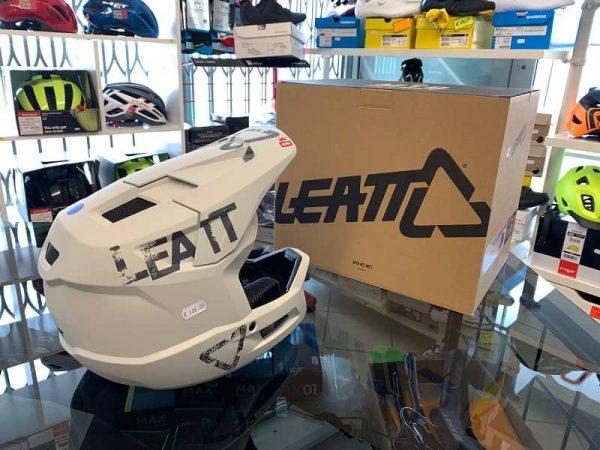 Casco LEATT integrale panna. BMX e MTB DH Downhill Verona. Accessori e protezioni bici