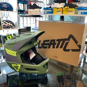 Casco LEATT integrale verde. BMX e MTB DH Downhill Verona. Accessori e protezioni bici