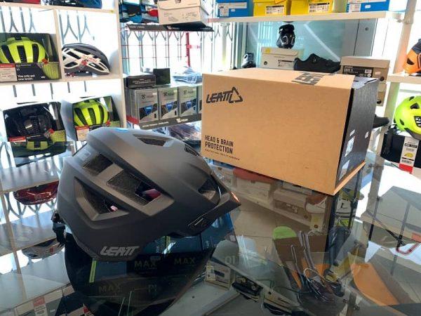 Casco Leatt 1.0 nero. Casco MTB Enduro Verona. Accessori e protezioni bici
