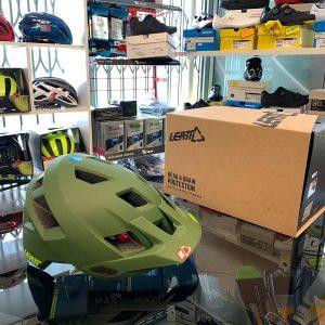 Casco Leatt 1.0 verde. Casco MTB Enduro Verona. Accessori e protezioni bici