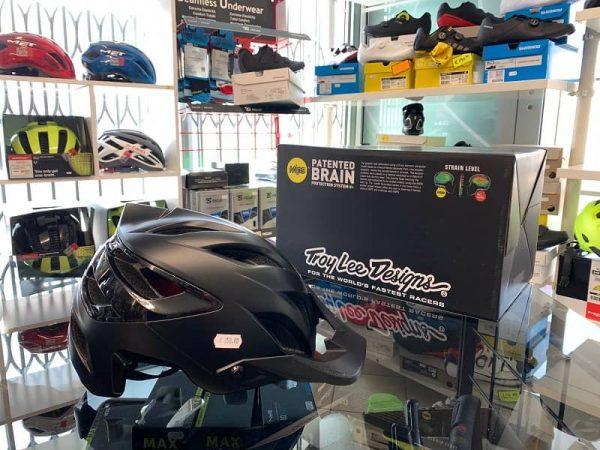 Casco Troy Lee Designs A3 Enduro nero. Casco MTB Enduro Verona. Accessori e protezioni bici. RMC
