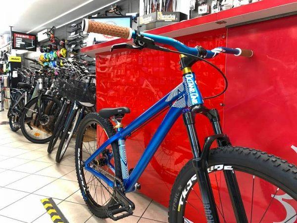 """Dirt 26"""" Octane One blu personalizzata. Bici MTB Mountain Bike e bmx a Verona. Negozio biciclette"""