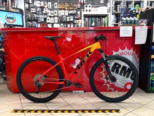 Trek Marlin 7 2021 arancio. Bici MTB Mountain Bike Verona. RMC negozio di biciclette a Verona