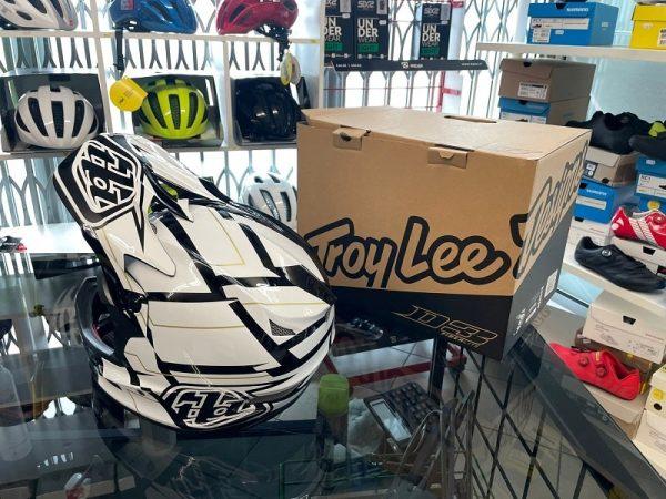 Casco Troy Lee Designs D3 Vertigo. Protezioni per BMX e MTB DH Downhill Verona