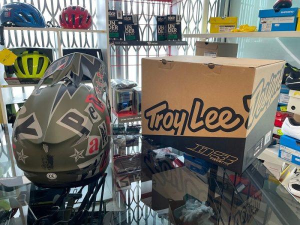 Casco Troy Lee Designs D3 militare. Protezioni per BMX e MTB DH Downhill Verona